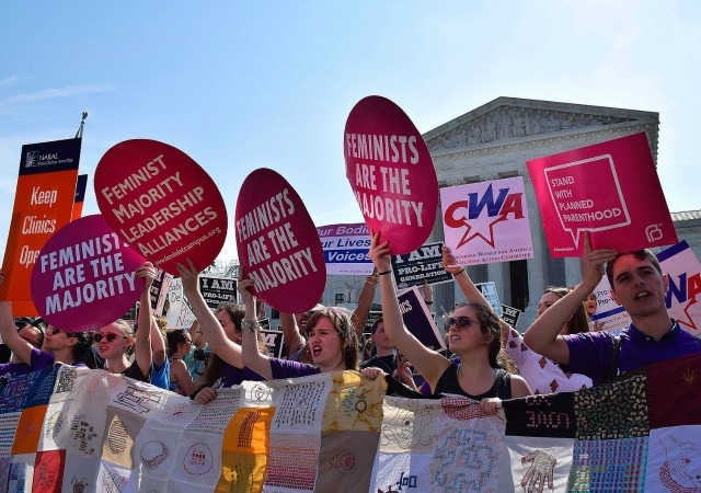 https://commons.wikimedia.org/wiki/File:Pro-choice_demonstration_about_Whole_Woman%27s_Health_v._Hellerstedt_in_front_of_SCOTUS_19.jpg