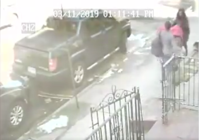 https://www.theyeshivaworld.com/news/general/1693012/hate-in-crown-heights-black-man-deliberately-kicks-carriage-pushed-by-jewish-woman-see-the-video.html